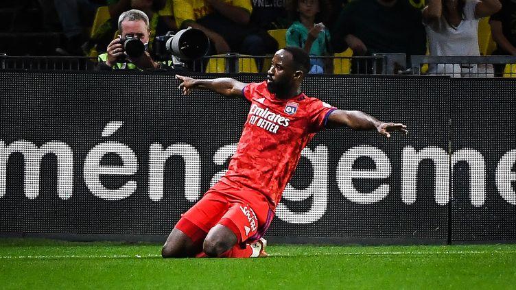 Moussa Dembele buteur pour Lyon sur la pelouse de Nantes en ouverture de la 4e journée de Ligue 1 vendredi 27 août 2021. (MATTHIEU MIRVILLE / MATTHIEU MIRVILLE / DPPI via AFP)