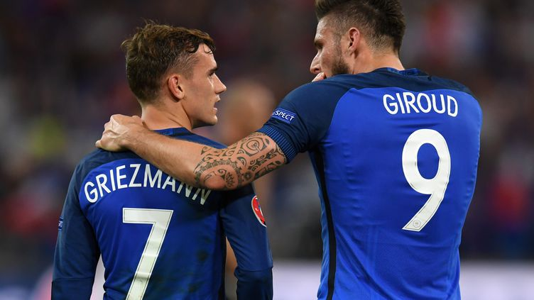 Antoine Griezmann et Olivier Giroud (PATRIK STOLLARZ / AFP)
