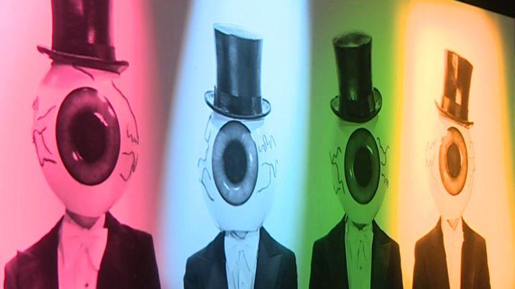 Les fameux masques de globe oculaire portés par les membres du collectif américain The Residents (S. Lorusso / France 3)