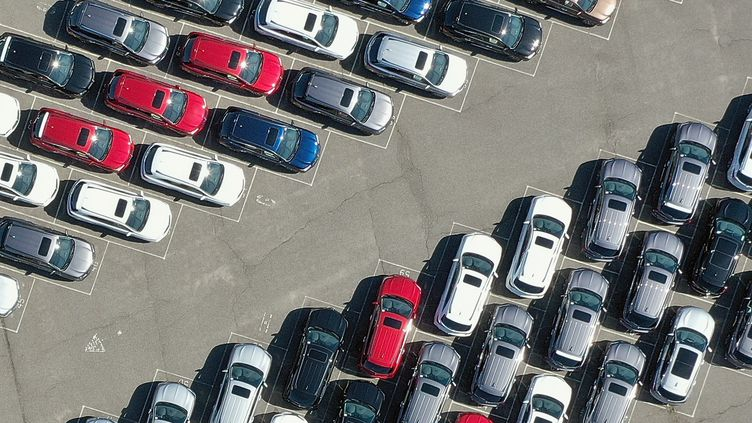 Un parking de voitures à New York, le 2 mai 2020. (BRUCE BENNETT / GETTY IMAGES NORTH AMERICA)