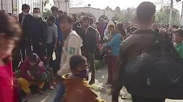 Népal : les faubourgs et villages reculés de la capitale tentent de sauver ce qu'ils peuvent