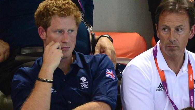 Le prince Harry assiste aux épreuves de natation des JO de Londres, le 1er août 2012. (MARTIN BUREAU / AFP)