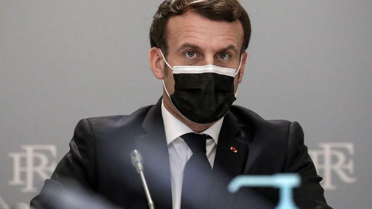 Emmanuel Macron s'entretient avec des industriels sur le sujet des vaccins anti-Covid, le 2 février 2021, à l'Elysée, à Paris. (STEPHANE LEMOUTON / SIPA)