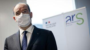 Le Premier ministre Jean Castex lors de sa visite à l'Agence régionale de santé d'Île-de-France, le 25 janvier 2021. (THOMAS PADILLA / MAXPPP)