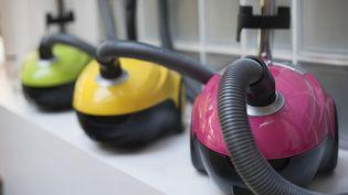 Au 1er septembre 2014, les moteurs des aspirateurs commercialisés ne devront pas excéder 1 600 watts. (NATHAN ALLIARD / PHOTONONSTOP / AFP)