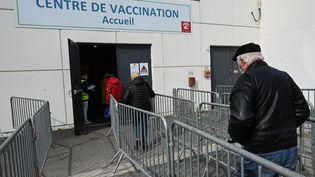 Uncentre de vaccination à Nîmes, en mars 2021 (illustration). (PASCAL GUYOT / AFP)