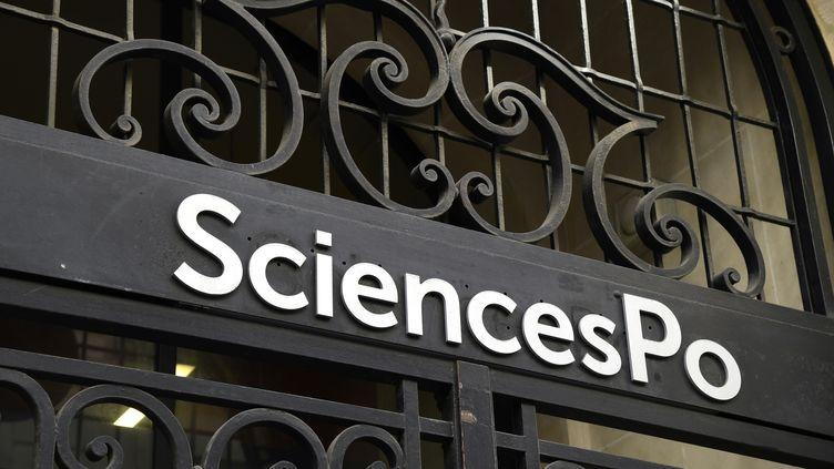 La façade de l'école de journalisme de Sciences Po, à Paris, le 18 avril 2018. (BERTRAND GUAY / AFP)