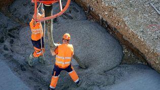 Des ouvriers sur un chantier à Nancy (Meurthe-et-Moselle). Photo d'illustration. (ALEXANDRE MARCHI / MAXPPP)
