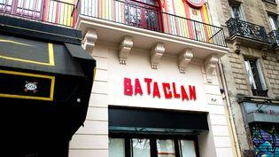 Cédric Rey était en fait dans les Yvelines au moment des attentats de Paris, à 30 km du Bataclan (ici, la façade de la salle de spectacle, le 28 octobre 2016, après sa rénovation). (BRUNO LEVESQUE / MAXPPP)