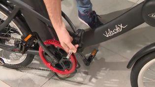 Le vélo électrique séduit de plus, à la ville comme à la campagne. (FRANCE 3)