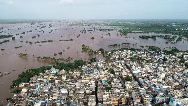 Des inondations dans la ville de Jamkhandi Taluk, dans l'Etat indien de Karnataka, le 11 août 2019. (AFP)