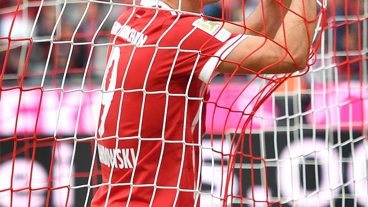 L'attaquant du Bayern Munich, Robert Lewandowski, pris dans les filets (FRANK HOERMANN/SVEN SIMON / SVEN SIMON)