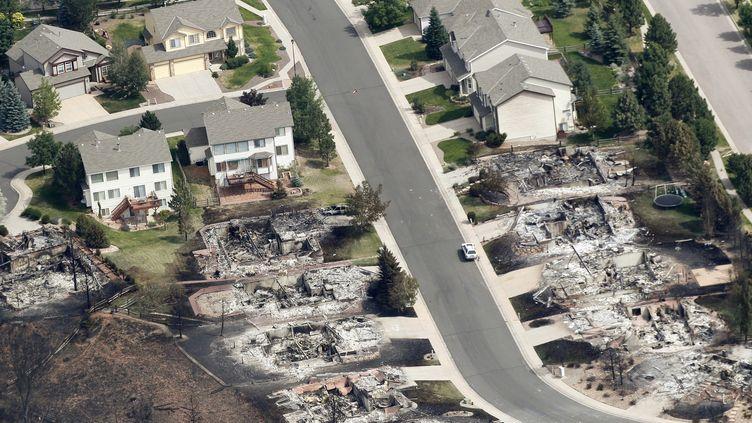 Les flammes ont entièrement consumé des maisons deColorado Springs (Etats-Unis), le 28 juin2012. (RICK WILKING / REUTERS)