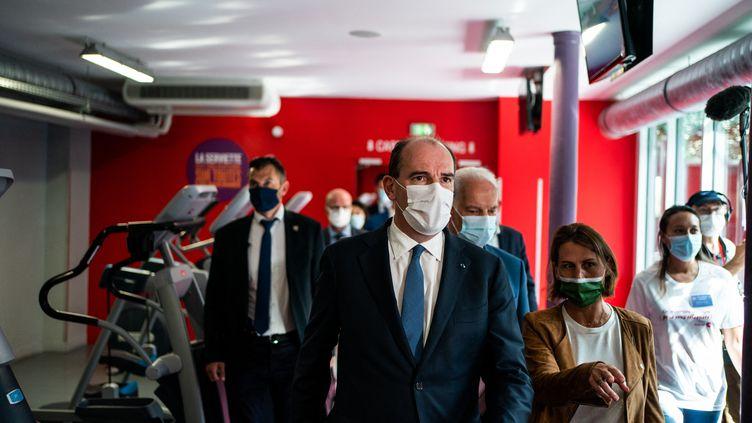 Le Premier ministre Jean Castex en déplacement dans une salle de sport, le 09 juin2021 à Paris. (XOSE BOUZAS / HANS LUCAS / AFP)