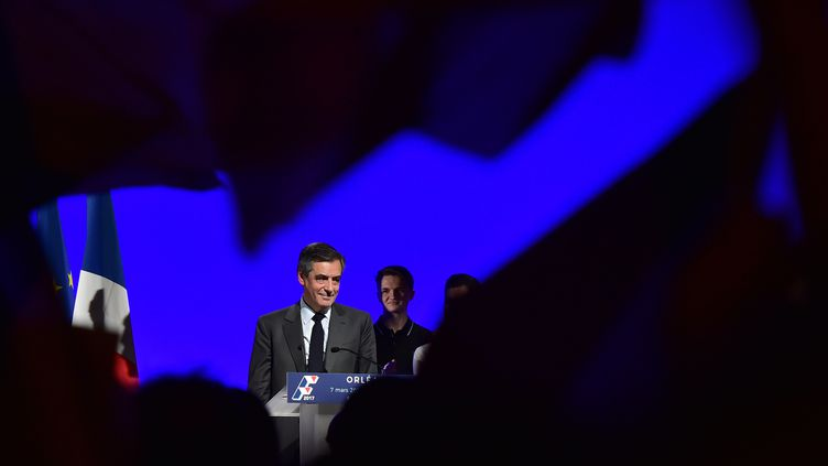 François Fillon tient un meeting de campagne à Orléans (Loiret), le 7 mars 2017. (CHRISTOPHE ARCHAMBAULT / AFP)