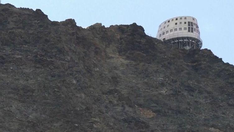 La chaleur augmente les risques de chutes de pierres en haute montagne. (FRANCEINFO)