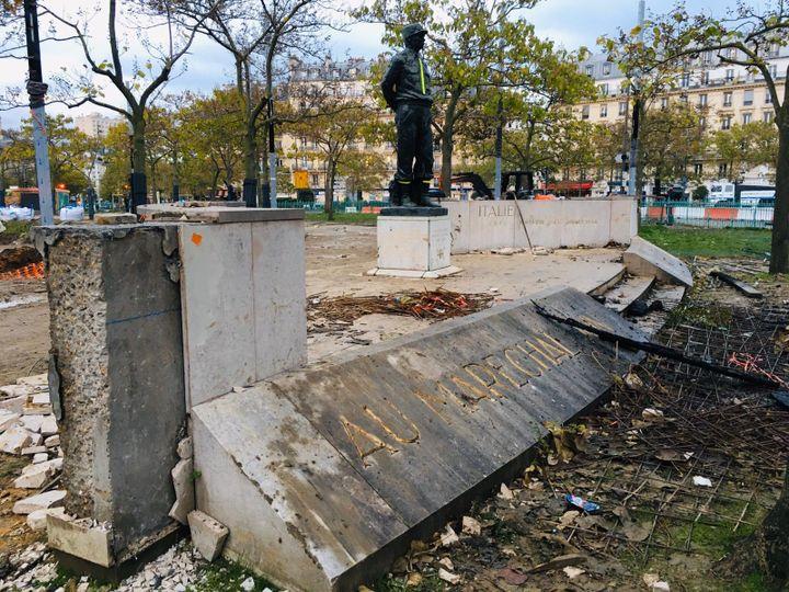 Le monument à la mémoire du maréchal Juin saccagé, le 16 novembre 2019 à Paris. (CLEMENT LEGOFF / FRANCE 2)