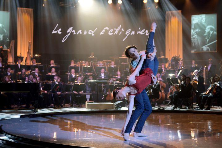 """Aurélie Dupont et Hervé Moreau dansent un extrait de """"Together alone"""" dans l'émission """"Le Grand Echiquier"""" du 23 janvier  (Groupe France Télévisions France2)"""
