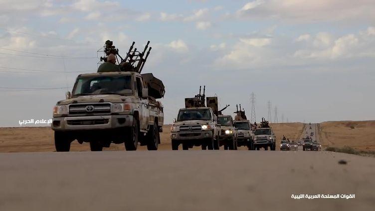 Un convoi militaire, en Libye, le 3 avril 2019. (LNA WAR INFORMATION DIVISION / AFP)