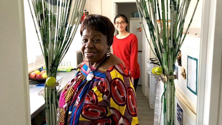 Clothilde (82 ans) et Anne (26 ans) vivent en colocation depuis près de trois ans à Paris. (Valentine Joubin / RADIO FRANCE)