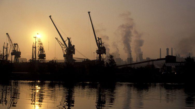 Une usine à Caen (Calvados), le 1er octobre 2013. (AUCANTE-ANA / ONLY FRANCE / AFP)