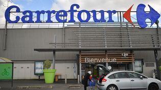 Un magasin Carrefour à Nantes, le 26 janvier 2018. (LOIC VENANCE / AFP)