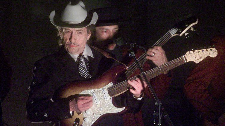 Bob Dylan sur scène le 27 février 2002 lors de la44e cérémonie des Grammy Awardsà Los Angeles (HECTOR MATA / AFP)