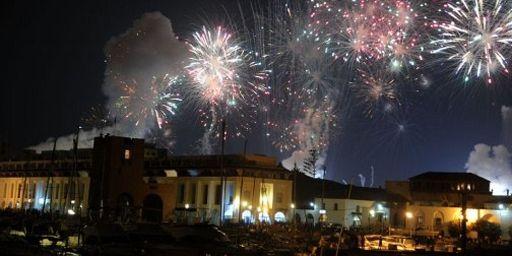 Feu d'artifice à Sidi Fredj marquant les festivités de l'indépendance, le 4 juillet 2012 (AFP - FAROUK BATICHE)