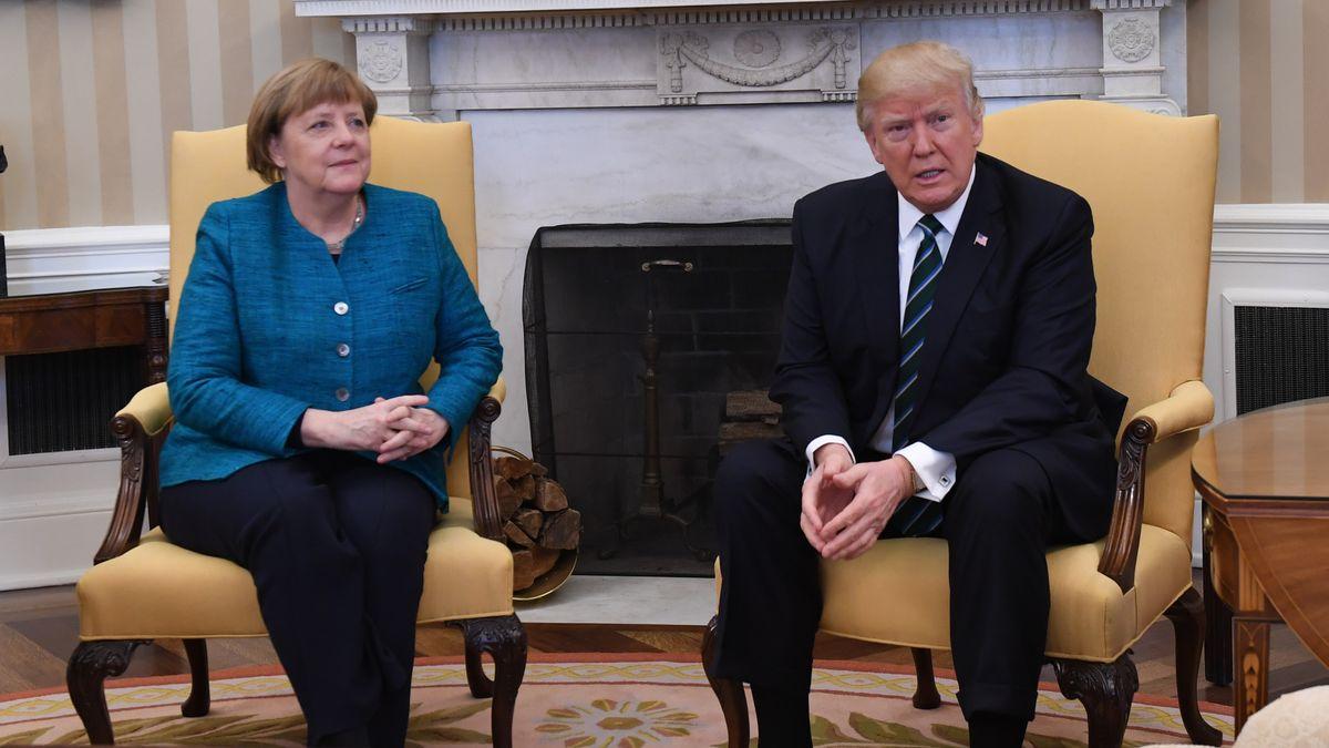 Donald Trump refuse de serrer la main d'Angela Merkel... avant de changer d'avis