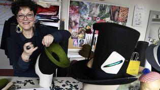 Isabelle Grange, la chapelière-modiste du musée du Chapeau de Chazelles-sur-Lyon  (PHOTOPQR/LE PROGRES/MAXPPP)