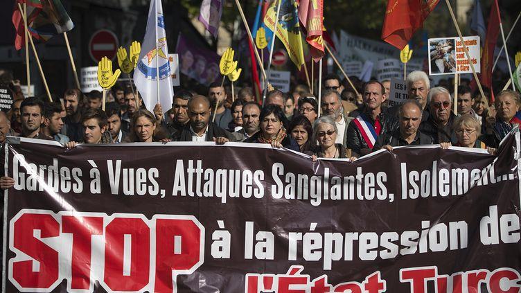 Manifestation à Paris, le 11 octobre 2015, après l'attentat d'Ankara en Turquie. (JOEL SAGET / AFP)