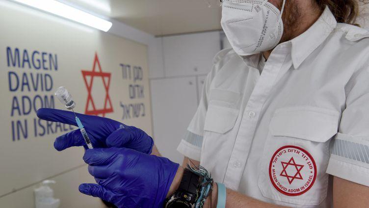 80% des 16-18 ans ont reçu au moins une dosede vaccin en Israël. (DEBBIE HILL / MAXPPP)