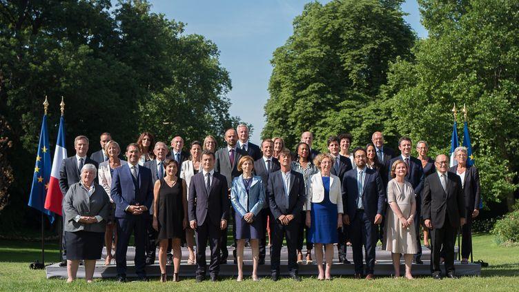 Le nouveau gouvernement a pris la pose dans une photo très paritaire à l'Élysée le jeudi 22 juin. (MAXPPP)