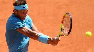 Rafael Nadal dispute son quart-de-finale à Roland-Garros, à Paris, le 7 juin 2018. (PHILIPPE MILLEREAU / DPPI MEDIA / AFP)