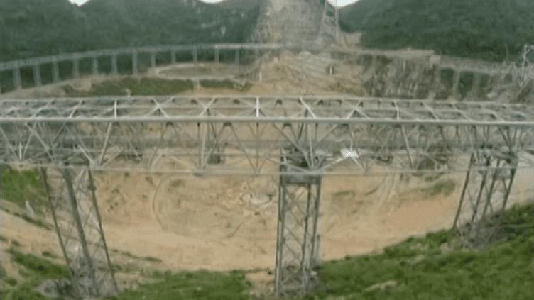 La Chine construit actuellement le plus grand radiotélescope du monde, dans la province du Guizhou (sud-ouest du pays). Le chantier doit se terminer en 2016. (REUTERS / FRANCETV INFO)