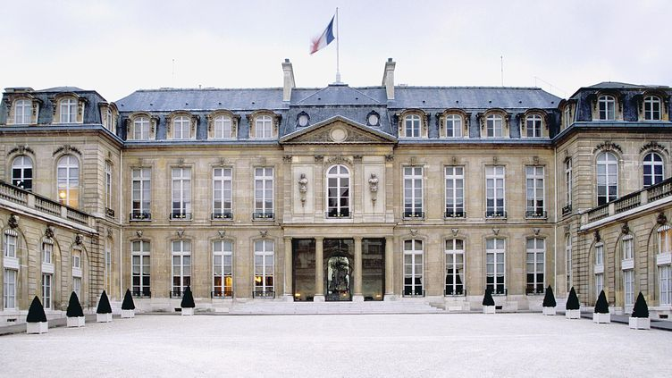 Le vol des plans du palais présidentiel a eu lieu dimanche, gare de Lyon, à Paris. (PHILIPPE BLANCHOT / HEMIS.FR / AFP)