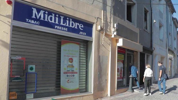 En 2018, le gouvernement a lancé l'action Action cœur de ville pour revitaliser les centres-villes dont les boutiques ferment les unes après les autres, avec un budget de 5 milliards d'euros sur cinq ans. Mardi 7 septembre, Emmanuel Macron a annoncé une enveloppe supplémentaire de 350 000 millions d'euros. Illustrations à Vergèze (Gard) et à Mende (Lozère) où des boutiques sont proposées à l'essai. (CAPTURE ECRAN FRANCE 2)
