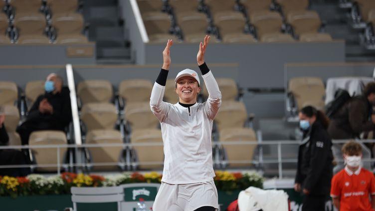 Iga Swiatek, tout sourire après sa qualification en demi-finale