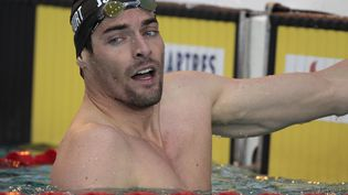 Camille Lacourt, le 12 avril 2014 lors des championnats de France de natation à Chartres. (CHARLY TRIBALLEAU / AFP)
