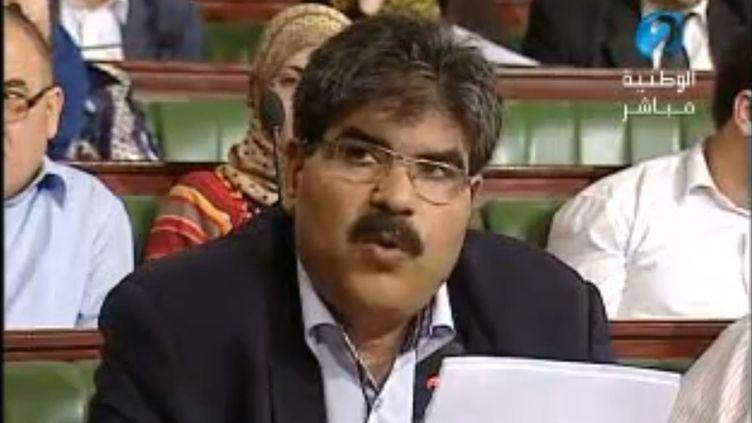 Capture d'écran d'une vidéo YouTube d'une intervention de Mohamed Brahmi à l'Assemblée nationale constituante (ANC), dont il était membre, à Tunis, en 2012. (YOUTUBE / FRANCETV INFO)