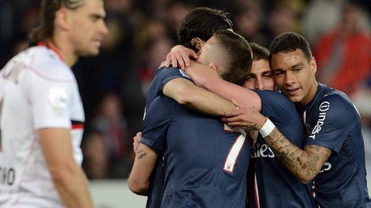 Jérémy Ménez remercie Javier Pastore sur l'ouverture du score du PSG (FRANCK FIFE / AFP)