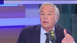 François Rebsamen, maire PS de Dijon, sur franceinfo le 10 mai 2017. (RADIO FRANCE / FRANCEINFO)