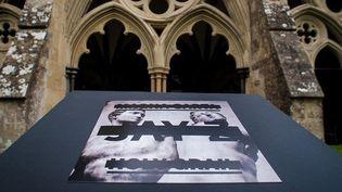 """La pochette de """"Magna Carta Holy Grail"""" dévoilée dans la cathédrale de Salisbury.  (Lifeandtimes.com)"""