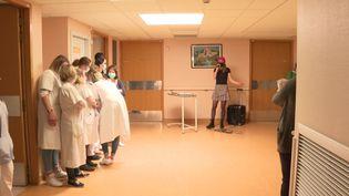 Hélène Dor pour une parenthèse enchantée au centre hospitalier d'Avranches-Granville. (France 3 Normandie)