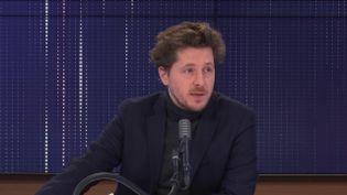 Julien Bayou, secrétaire national d'EELV, était l'invité de franceinfo. (FRANCEINFO / RADIOFRANCE)