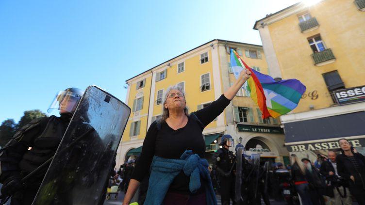 """La militante d'Attac, Geneviève Legay, lors de la manifestation des """"gilets jaunes"""", à Nice, le 23 mars 2019. (VALERY HACHE / AFP)"""