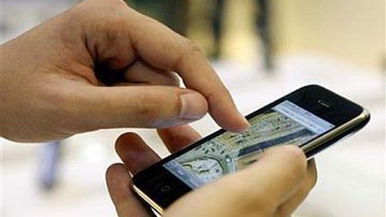 Les Français ont envoyé près cinq fois plus de SMS en 2010 qu'en 2007.