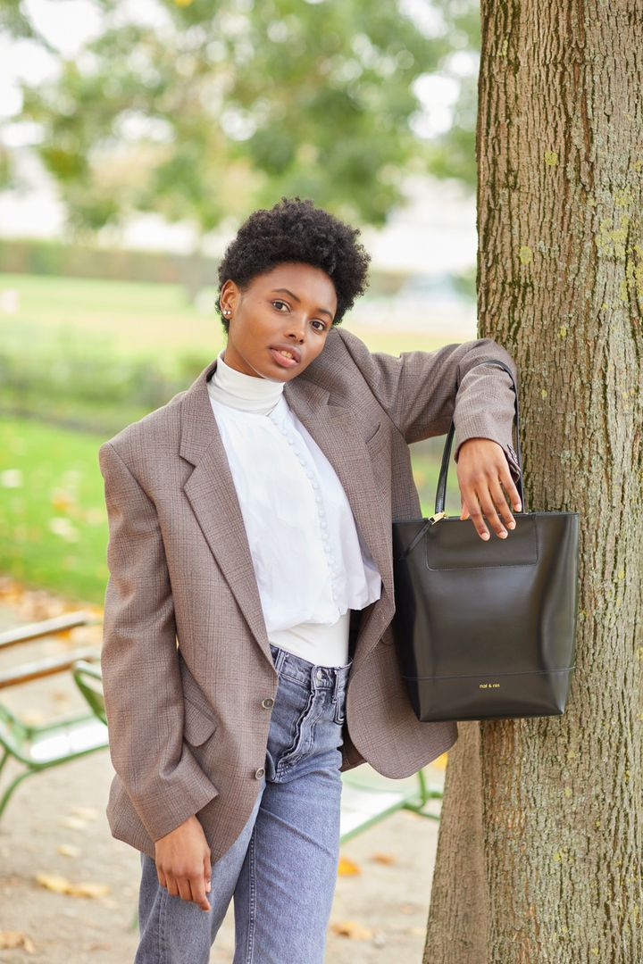 Nat&Nin, collection de sacs en cuir recyclé (60% de cuir à tannage végétal, 25% de latex naturel et 15% de liants)pour l'automne-hiver 2021-22 (Courtesy of Nat&Nin)
