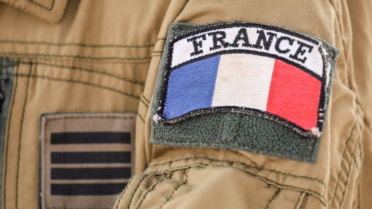 Le badge d'un militaire de la force Barkhane dans la base de Niamey (Niger), le 22 décembre 2018. (LUDOVIC MARIN / AFP)