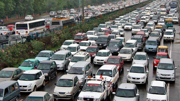 (New Delhi compte plus de sept millions de voitures et deux roues, ce qui aggrave la pollution © Reuters)